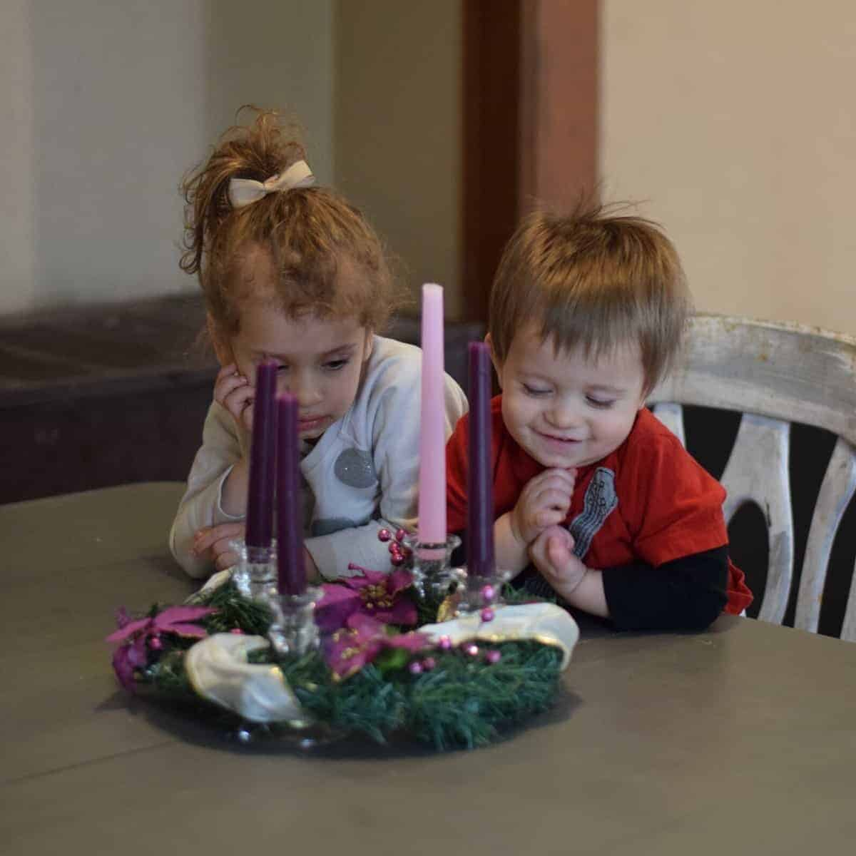 kids looking at advent wreath