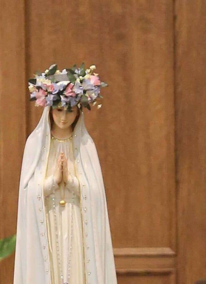 blessed mother may devotions crowning in church
