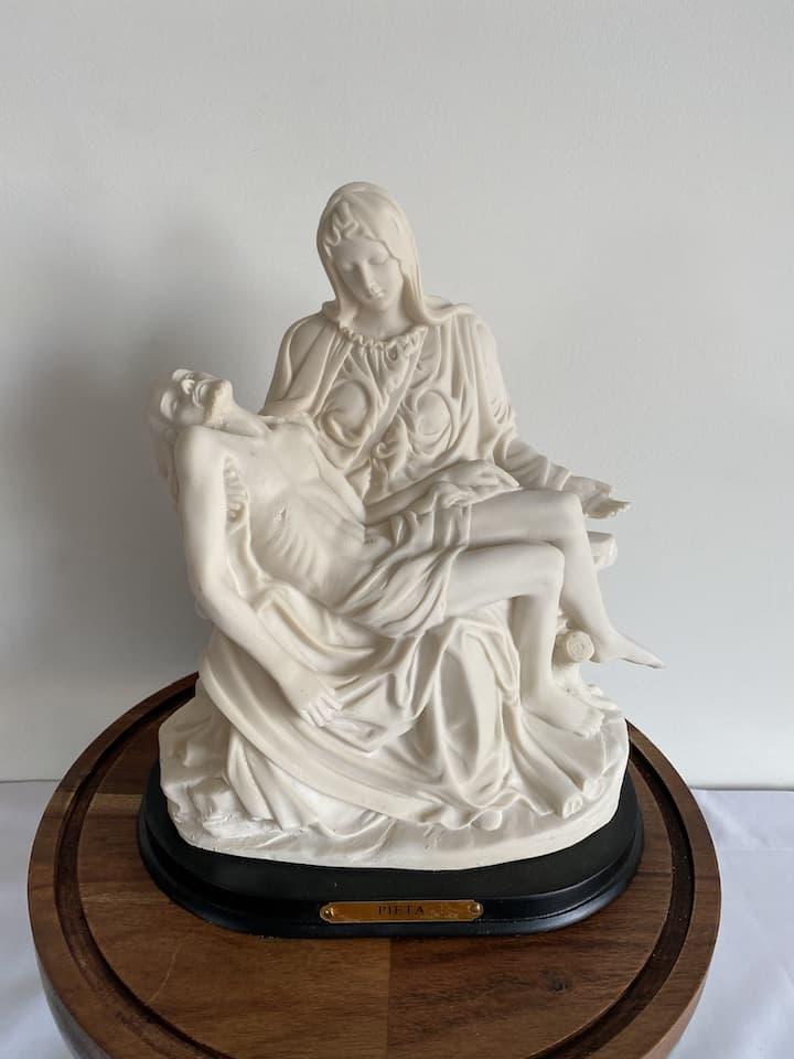 statue of the Pieta